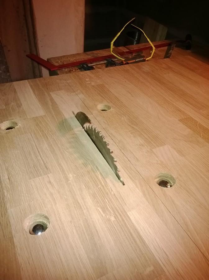 La premi re table circulaire extensible qui reste ronde - Fabriquer une scie circulaire sur table ...